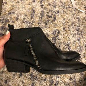 NINE WEST black leather ankle booties